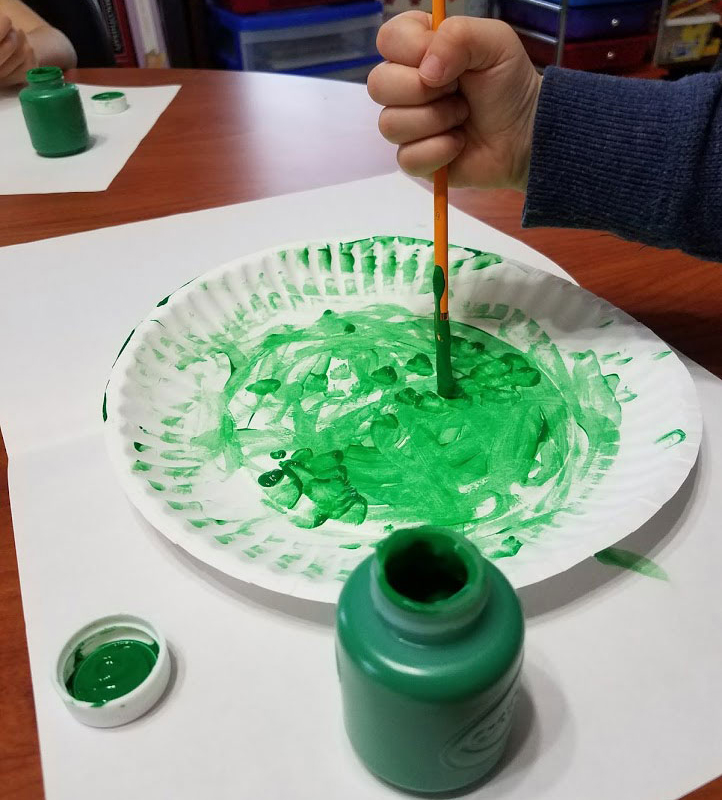 painting paper plate for christmas tree craft